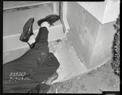 LAPD Fototeka: Shooting victim, occurred on 7th Ave in the Wilshire district, Los Angeles, 1950