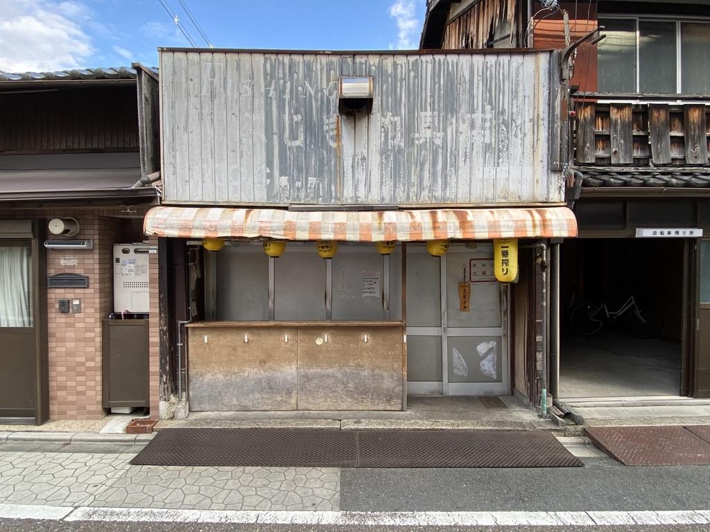 Side streets, ita Il Giappone è universalmente riconosciuto come la patria della tecnologia, il paese che ha introdotto la miniaturizzazione dell'elettronica e che ha sempre trasmesso l'idea di