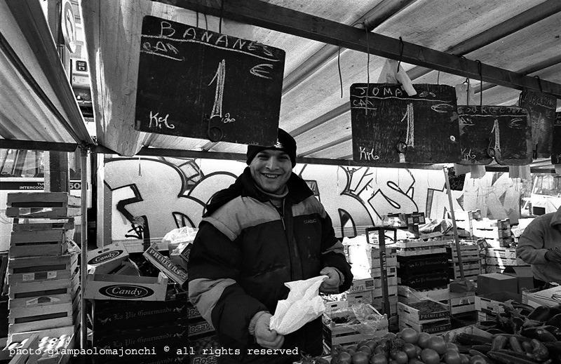 Martedì giorno di mercato, Ho passato circa 10 giorni a Belleville, quartiere multietnico per eccellenza della capitale francese, per la realizzazione del progetto http://www.giampaolomajonchi.it/belleville_vivante-r4180 Il