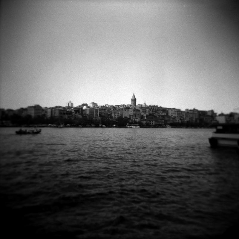 """Istanbul, Istanbul non porta la tristezza come """"una malattia temporanea"""", oppure """"un dolore di cui liberarsi"""", ma come una scelta. http://it.wikipedia.org/wiki/Orhan_Pamuk istanbul 2009"""