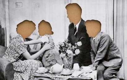 Hans-Peter Feldmann:  Familie mit ausgeschnittenen Köpfen, 2013