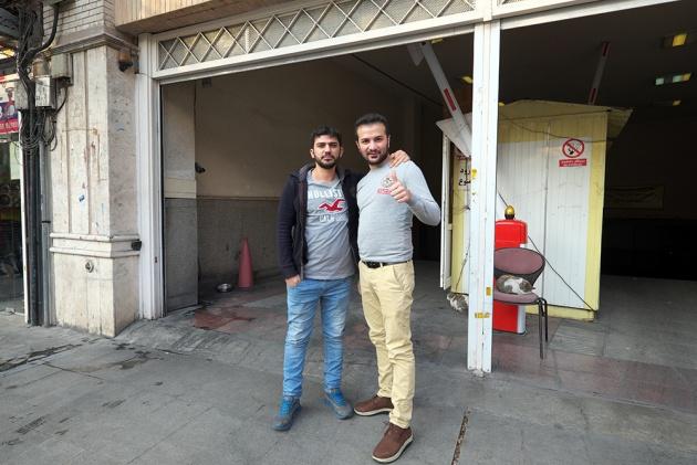 Tehran -  Prima mi hanno chiesto la foto, che è questa, e poi gli ho stesi con una instax.  Mi hanno ringraziato 1000 volte.