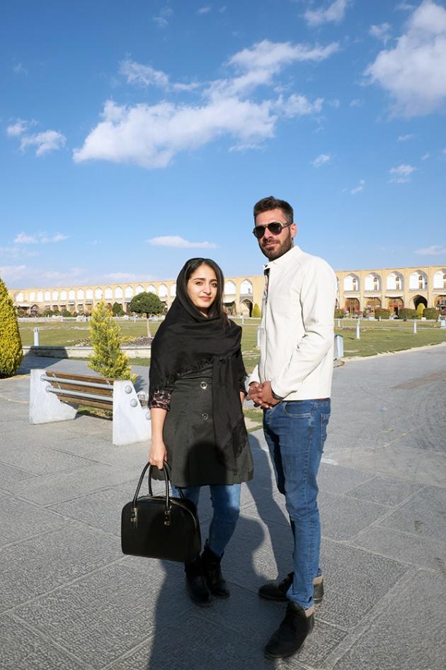 Esfahan -  Si è avvicinato lui, ovviamente, e mi ha chiesto se potevo fargli una foto insieme alla sua ragazza.